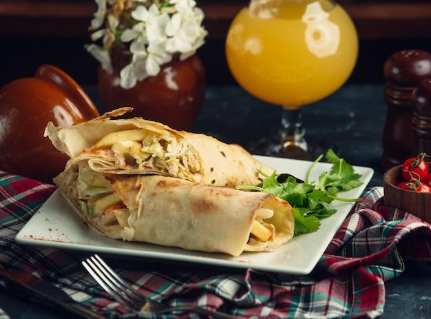 Doner kebab en un plato
