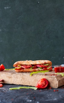 Doner turco, sucuk ekmek con salchicha