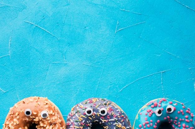 Donuts con ojos de cerca