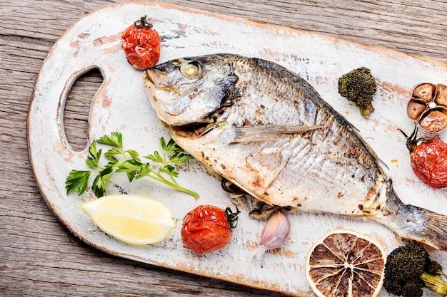 Dorado de pescado al horno