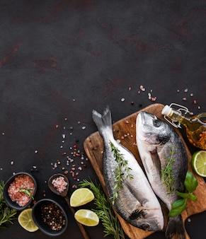 Dorado de pescado fresco