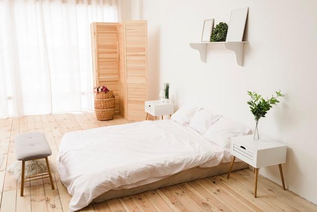 Dormitorio minimalista brillante moderno