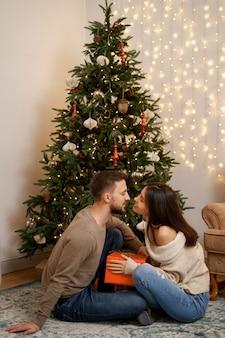 Dos alegre encantador dulce tierno hermoso adorable lindo romántico casados esposos marido y mujer