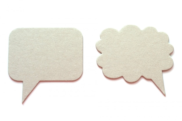 Dos burbujas de discurso de cartón gris aisladas