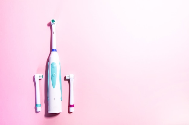 Dos cepillos de dientes eléctricos