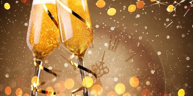 Dos copas de champán brindando y luces doradas sobre fondo dorado
