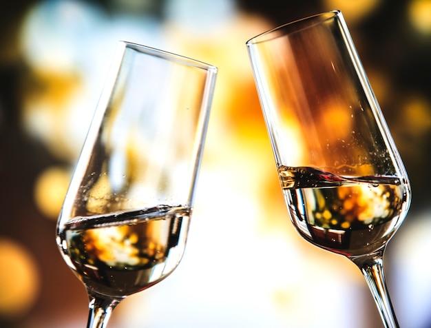 Dos copas de vino espumoso