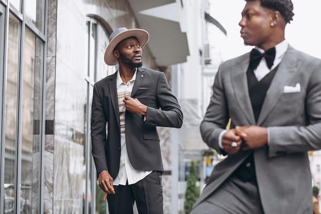 Dos empresario africano reunidos