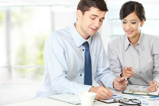 Dos empresarios en la reunión