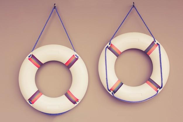 Dos flotadores