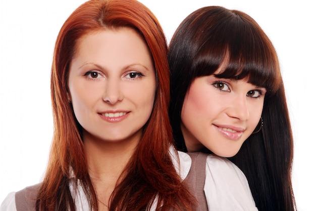 Dos jóvenes y hermosas hermanas
