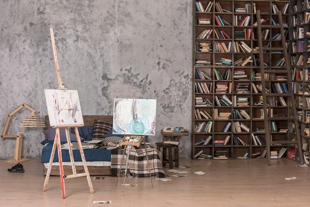 Dos lienzos y libros