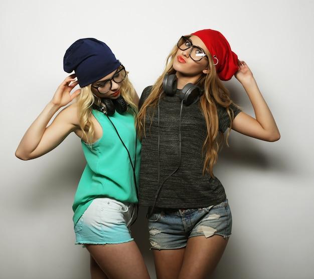 Dos mejores amigas chicas hipster