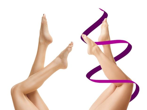 Dos mujeres jóvenes gruesas y delgadas tienen diferentes figuras