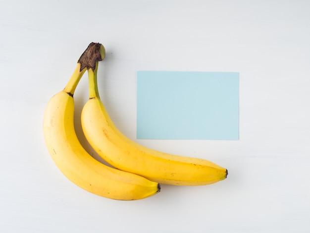 Dos plátanos en blanco