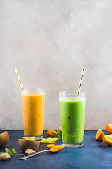 Dos smoothies saludables y deliciosos