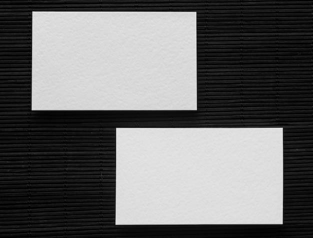 Dos tarjetas de visita de espacio de copia
