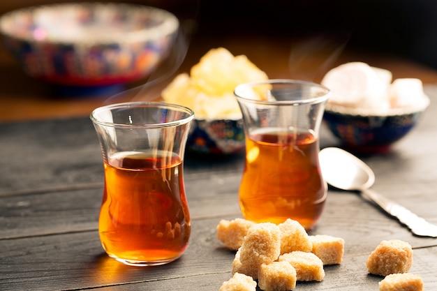 Dos vasos de té turco