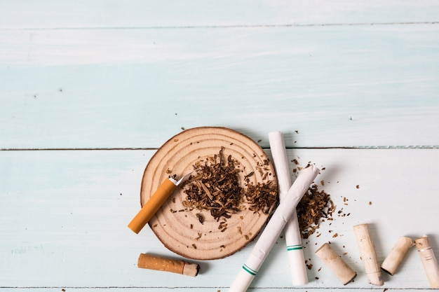 Drogas que destruyen el concepto de familia. deje de fumar de por vida en el concepto del día mundial sin tabaco. día mundial sin tabaco.