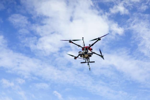 Drone agrícola fly para fertilizantes y pesticidas. agricultura moderna nueva innovación agrícola drone automático
