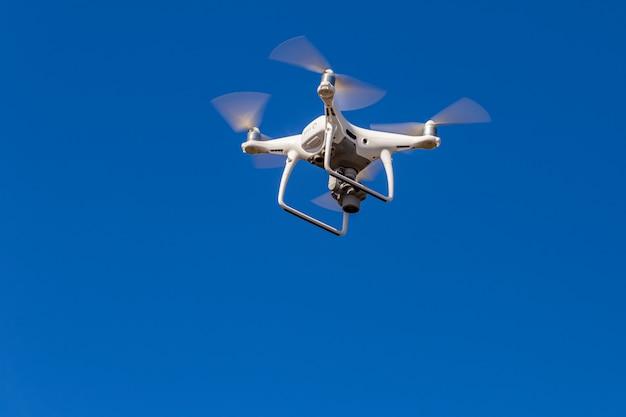 Drone está grabando una imagen de ángulo alto