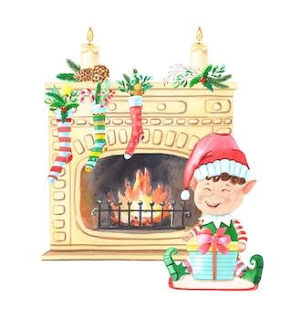 Duende navideño cerca de la chimenea con calcetines y velas.