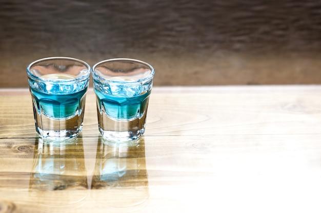 Dulce licor azul alcohólico