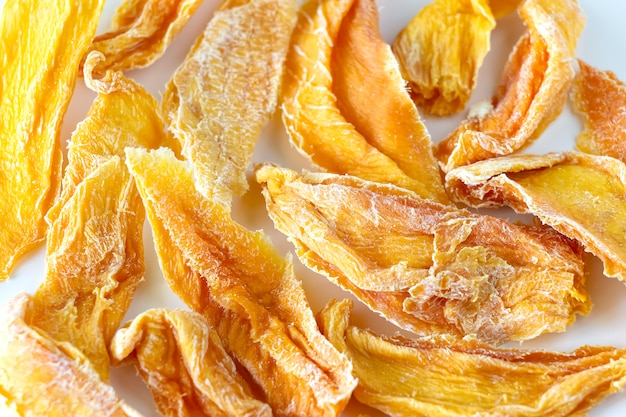 Dulce mango crudo orgánico seco.
