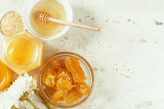 Dulce miel en la mesa