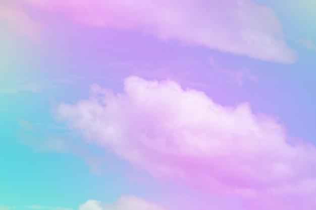 Dulce nube de color pastel y cielo con luz solar