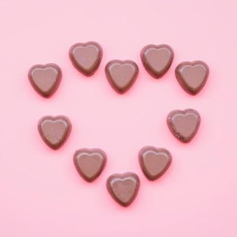 Dulces de chocolate dulce en forma de corazón