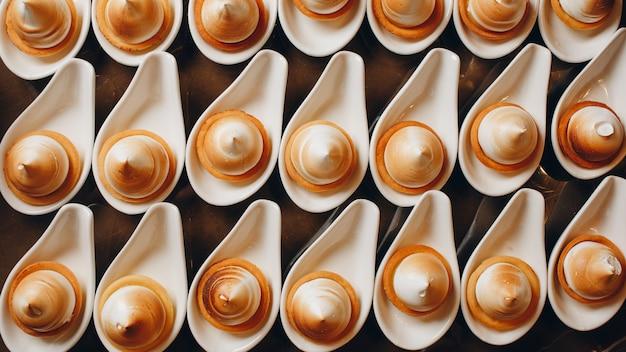 Dulces golosinas en un lujoso restaurante
