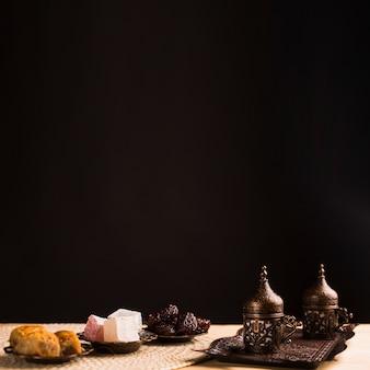 Dulces nacionales y set de café.