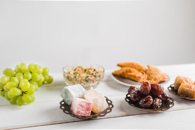 Dulces turcos y platos orientales.