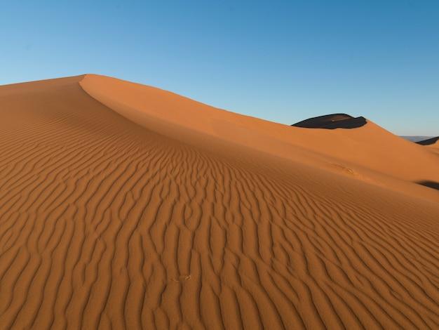Dunas de erg chegaga en el desierto del sahara, souss-massa-draa, marruecos