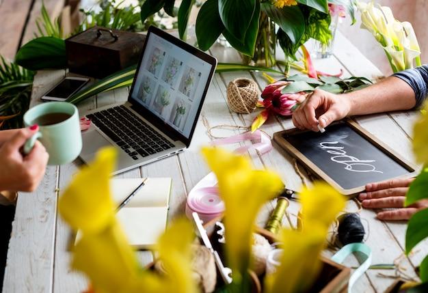 E-business tienda de flores de marketing promover en las redes sociales