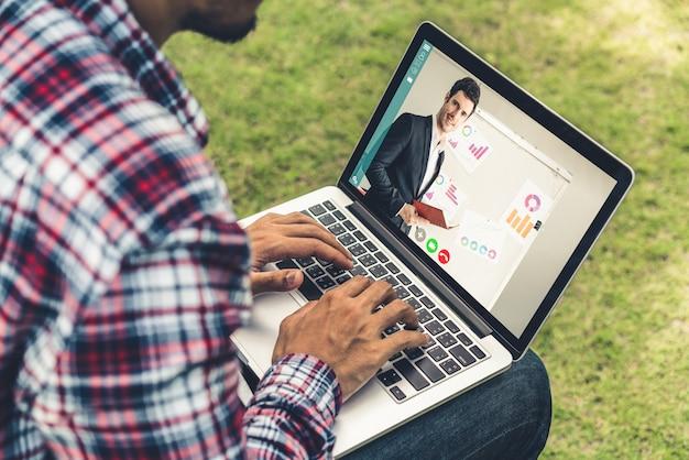 E learning y concepto de reunión de presentación de negocios en línea