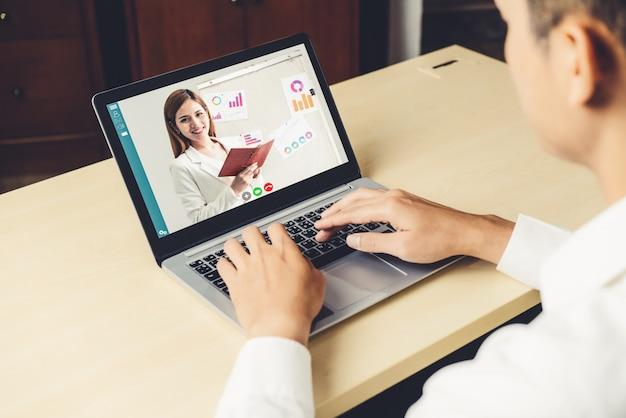 E-learning y presentación de negocios en línea concepto de reunión.