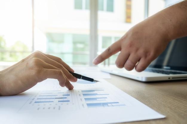Economía papel finanzas businessperson corporativo trabajo