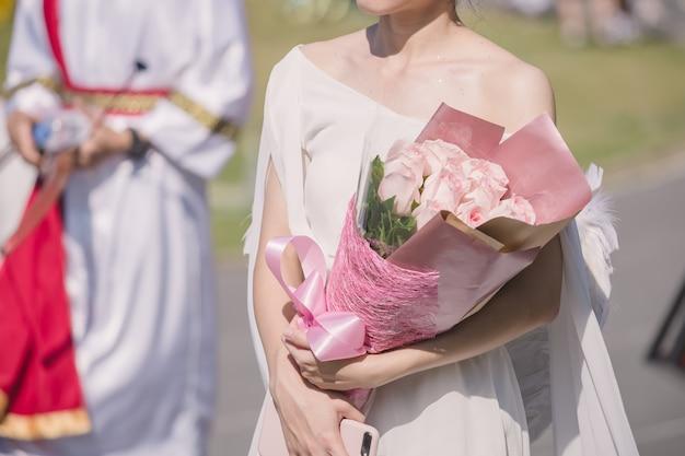 Edding bouquet en manos de la novia