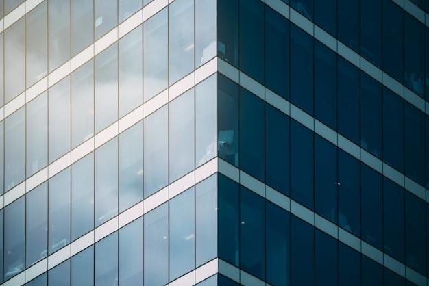 Edificio alto en el centro de la ciudad.
