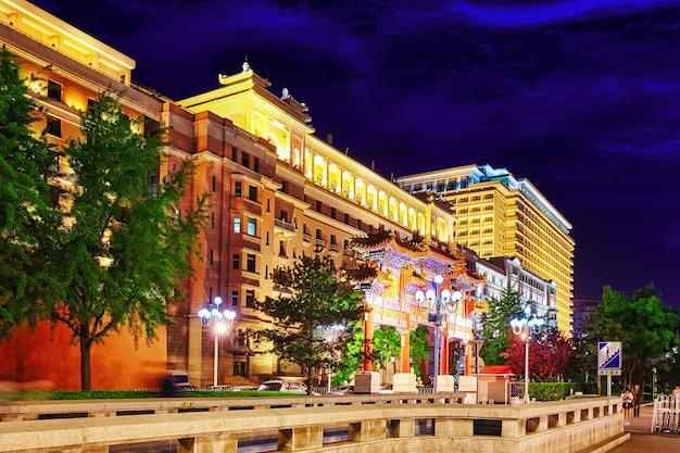 Edificio antiguo, parte residencial histórica y moderna de beijing con calles tradicionales. porcelana.
