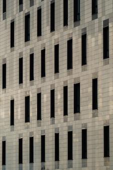 Edificio de apartamentos de la ciudad de diseño moderno en la ciudad.