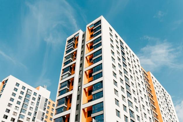 Edificio de apartamentos moderno residencial