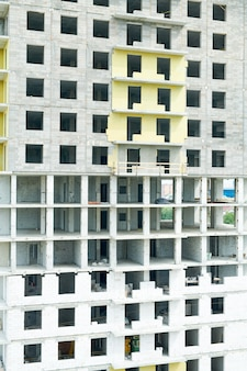Edificio de apartamentos sin terminar