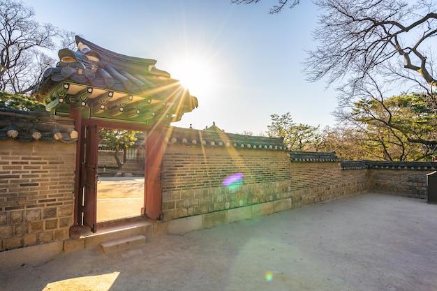 Edificio de arquitectura del palacio de changdeokgung en la ciudad de seúl