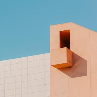 Edificio con balcón