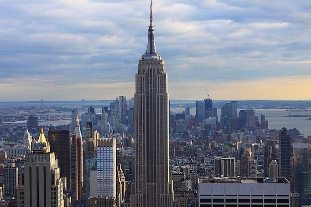 Edificio de la ciudad de manhattan island nueva york skyline