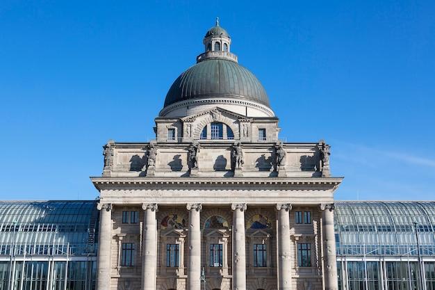 Edificio del estado, munich, alemania.