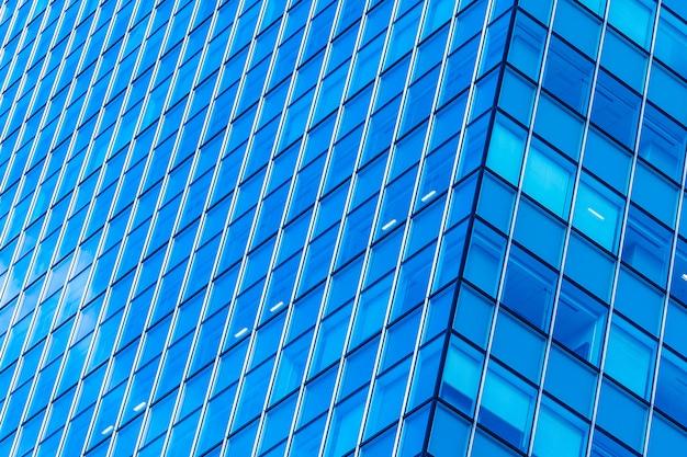Edificio hermoso del negocio de la oficina de la arquitectura con forma de la ventana de cristal